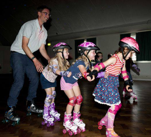 discoskate-roller-skate-parties-for-kids